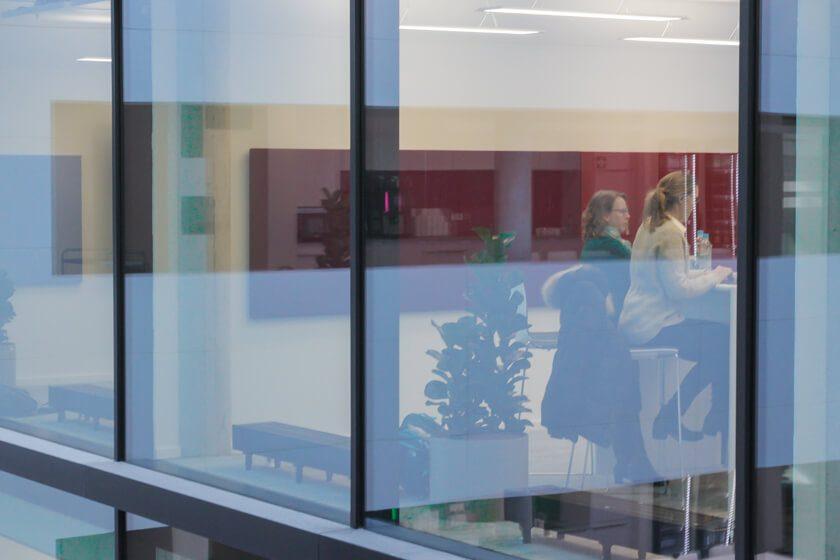 Digitale Leute - Tobias Röver - Microsoft - Viel Glas und offene Räume kennzeichnen das neue Office von Microsoft in München.