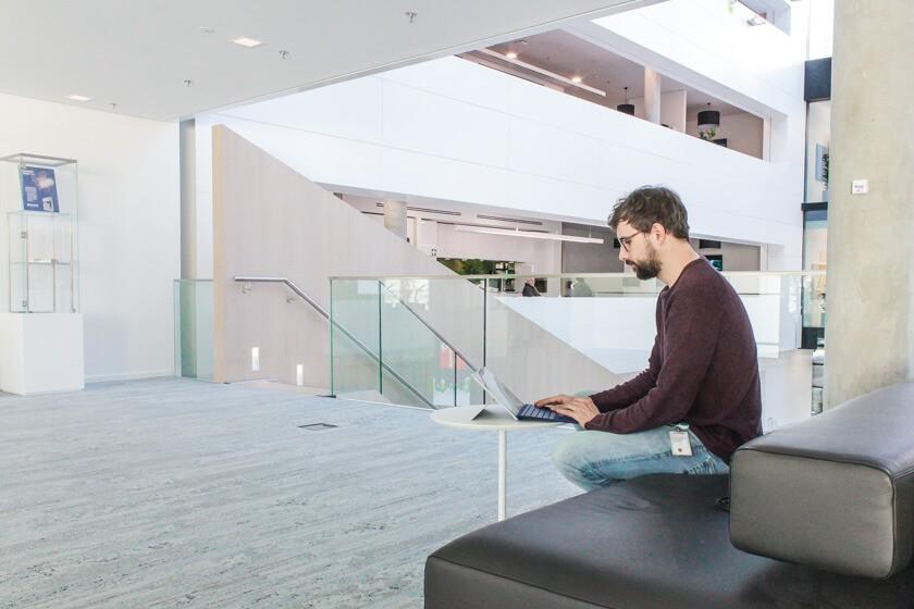 Digitale Leute - Tobias Röver - Microsoft - Klare Linien und offene Flächen prägen das neue Office von Microsoft in München.