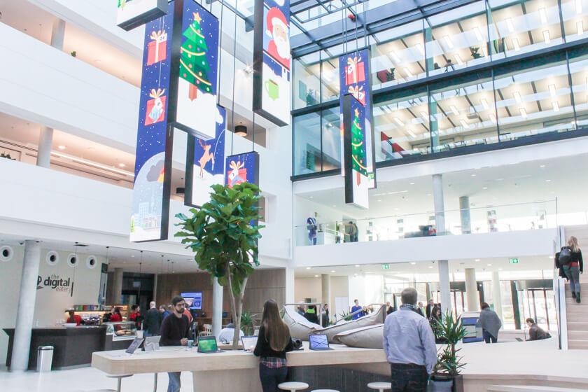 Digitale Leute - Tobias Röver - Microsoft - Ein beeindruckendes neues Gebäude mit einfacher und heller Architektur bei Microsoft in München.