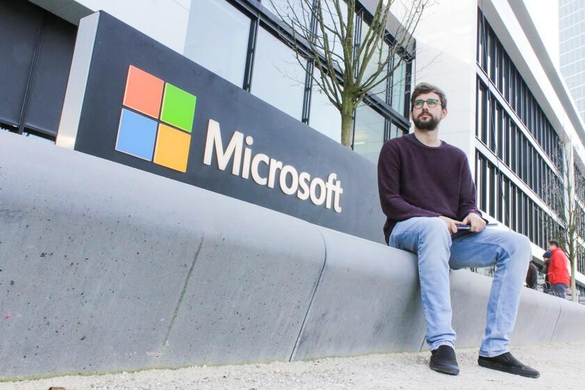 Digitale Leute - Tobias Röver - Microsoft - Fotoshooting bei Minus zwei Grad vor der Deutschlandszentrale von Microsoft.
