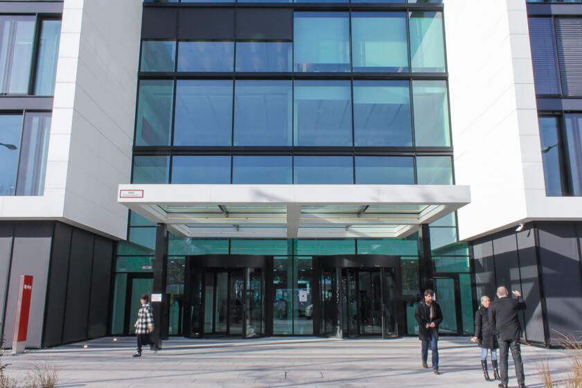 Digitale Leute - Tobias Röver - Microsoft - Das Gebäude von Microsoft in München kann von beiden Seiten betreten werden.