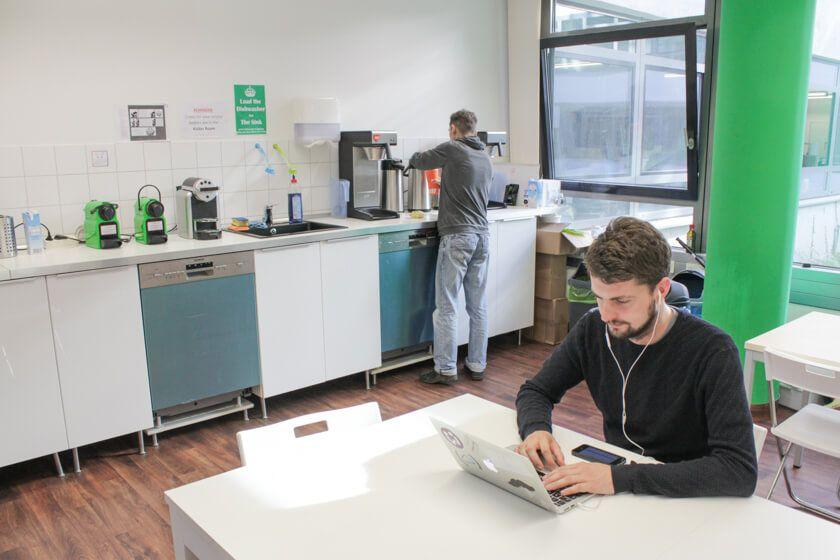 Digitale Leute - Daan Löning - Helpling - In der Küche kann man auch mal arbeiten.