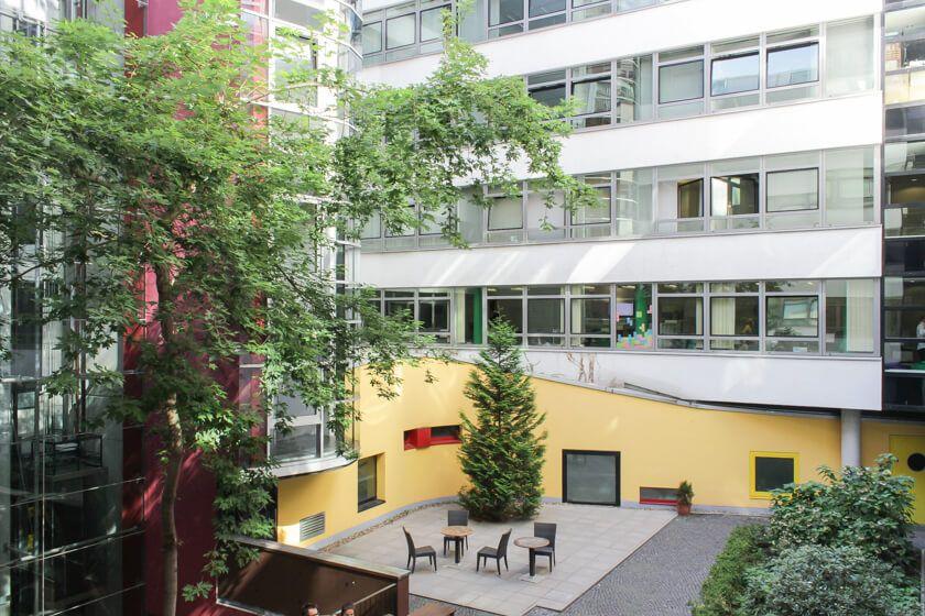 Digitale Leute - Daan Löning - Helpling - Der Innenhof in Berlin bei helpling