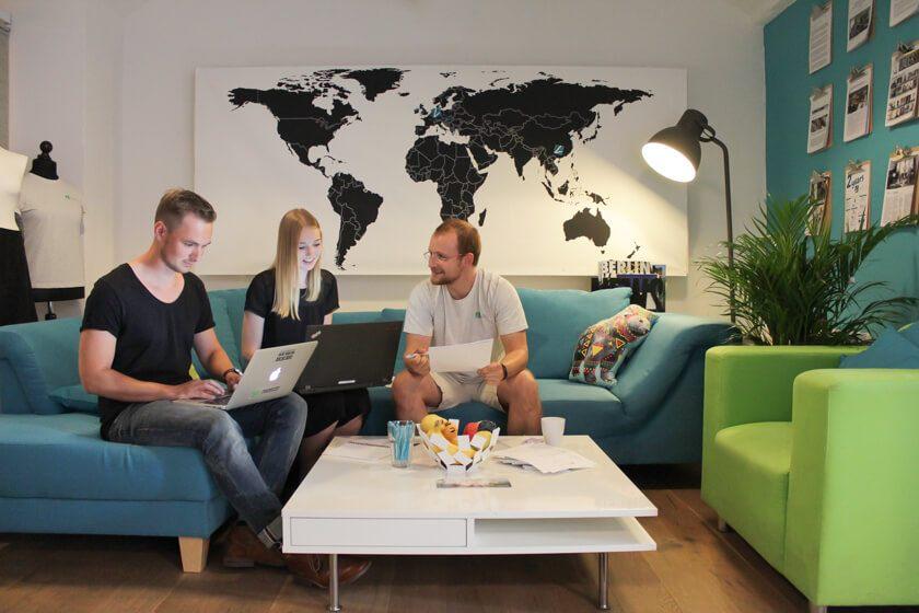 Digitale Leute - Thomas Unruh - Lesara - Eine gemütliche Sitzgelegenheit bei Lesara lädt zu Besprechungen ein.