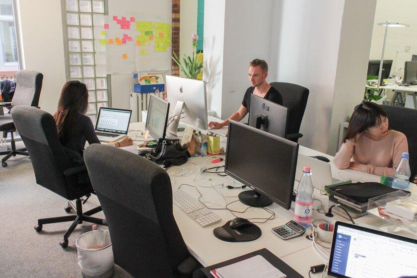Digitale Leute - Thomas Unruh - Lesara - Das BI-Team stellt jeder Abteilung Zahlen und Visualisierungen zur Verfügung.