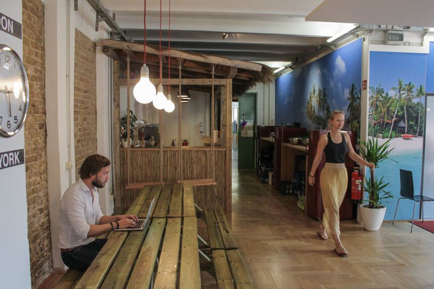 Digitale Leute - Hagen Wolf - Secret Escapes - Ein bisschen wie im Urlaub ist es zumindest im Empfangsbereich des Berliner Office.