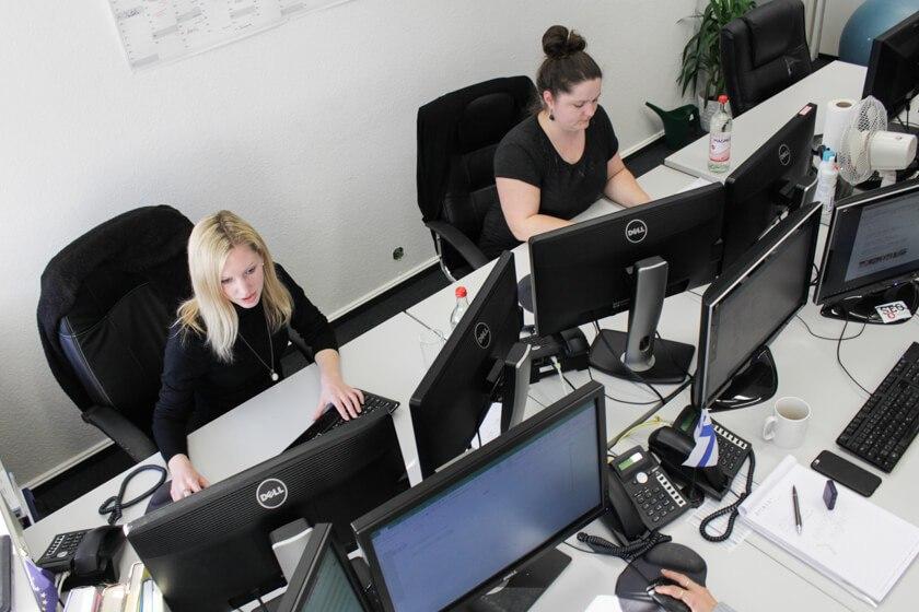 Digitale Leute - Kerstin Timm - Artaxo - An Monitoren mangelt es den Mitarbeitern von Artaxo nicht.