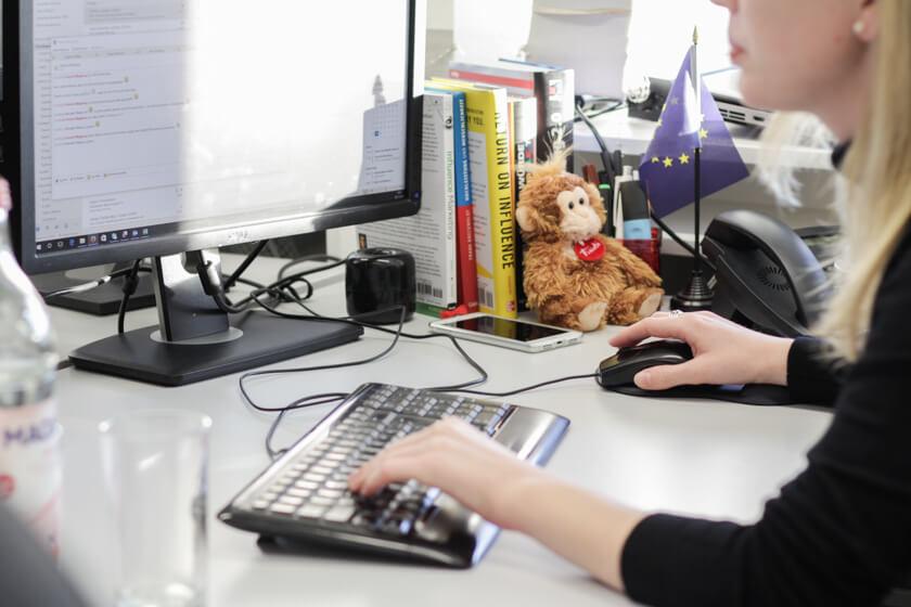 Digitale Leute - Kerstin Timm - Artaxo - Kerstins Schreibtisch ist nicht nur aufgeräumt, wenn sie ein Interview gibt.