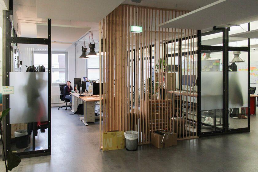 Ingo Ellerbusch - Jimdo - Das helle und offene Office von Jimdo, hier das Marketing Design Team.