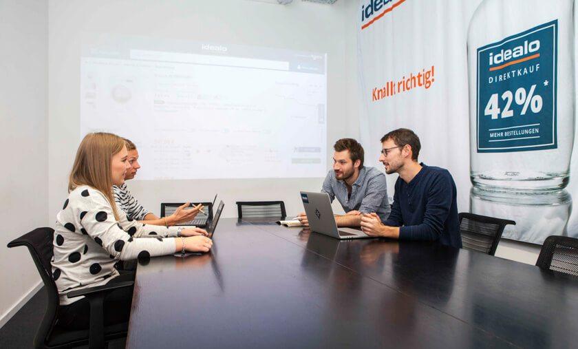 Digitale Leute - Martin Junker - Idealo - Meetings sind auch bei Idealo kleine Zeitfresser, weswegen Martin sie nur mag, wenn sie kurz sind.