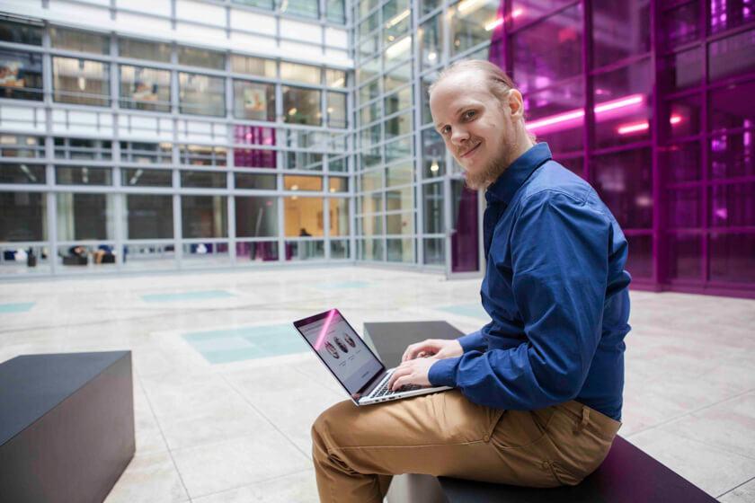 Digitale Leute - Bjarke Walling - Book A Tiger - Was braucht ein Entwickler, um zu arbeiten? Einen Mac und WLAN.