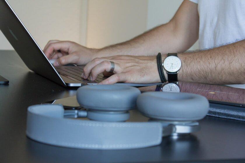 Digitale Leute - Alexander Kaiser - Pooliestudios - Die Apple Watch hat Alexander wieder gegen eine normale Uhr eingetauscht.