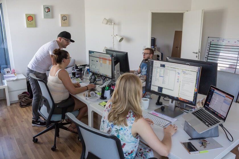 Digitale Leute - Alexander Kaiser - Pooliestudios - Die Digitalagentur Pooliestudios hat aktuell 20 Mitarbeiter und stellt aber ein.