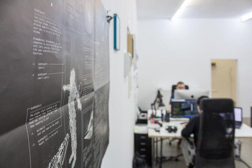 Digitale Leute - Lukas Höh - Fluur - Projekteskizzen hängen an den Wänden im Office von Fluur in Köln Mülheim.