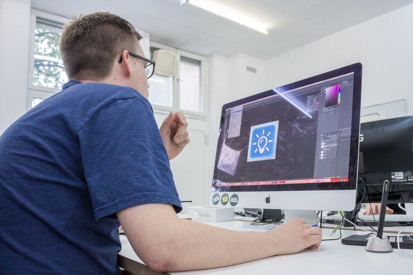 Digitale Leute - Lukas Höh - Fluur - Zu den Tools des Interaction-Designers Lukas Höh gehört neben Aftter Effects auch Adobe Photoshop.