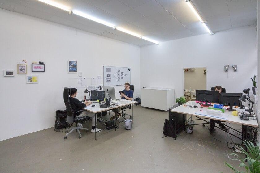 Digitale Leute - Lukas Höh - Fluur - Noch hat es Platz im kleinen Office von Fluur.