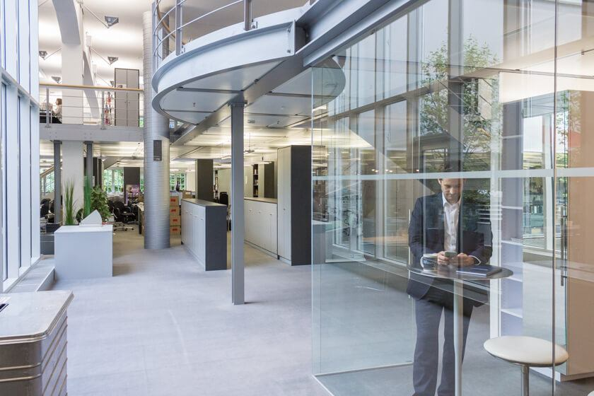 Digitale Leute - Dr. Nils Daeke - Henkel - Über 5000 Mitarbeiter arbeiten bei Henkel am Standort in Düsseldorf.
