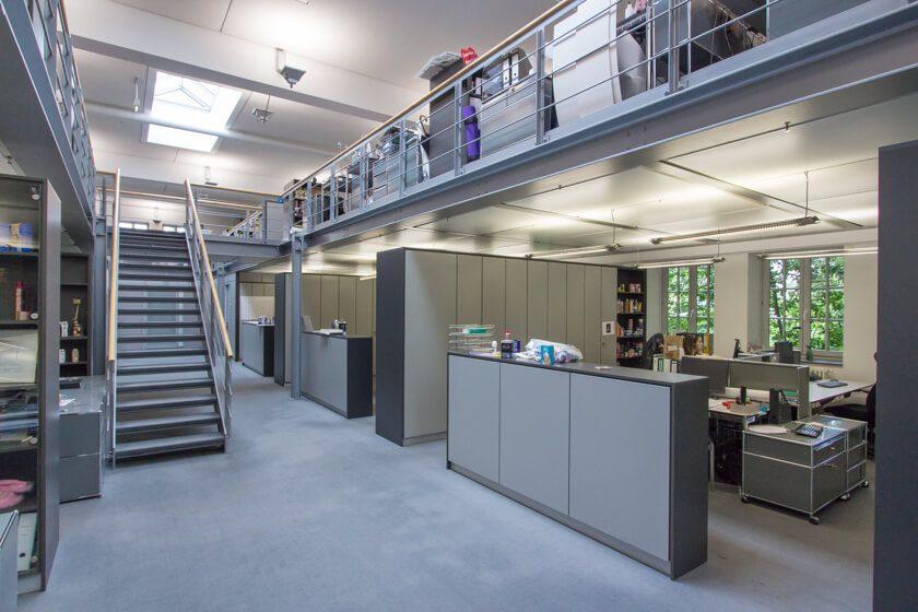 Digitale Leute - Dr. Nils Daeke - Henkel - Der modern eingerichtete Officespace von Henkel am Standort Düsseldorf.