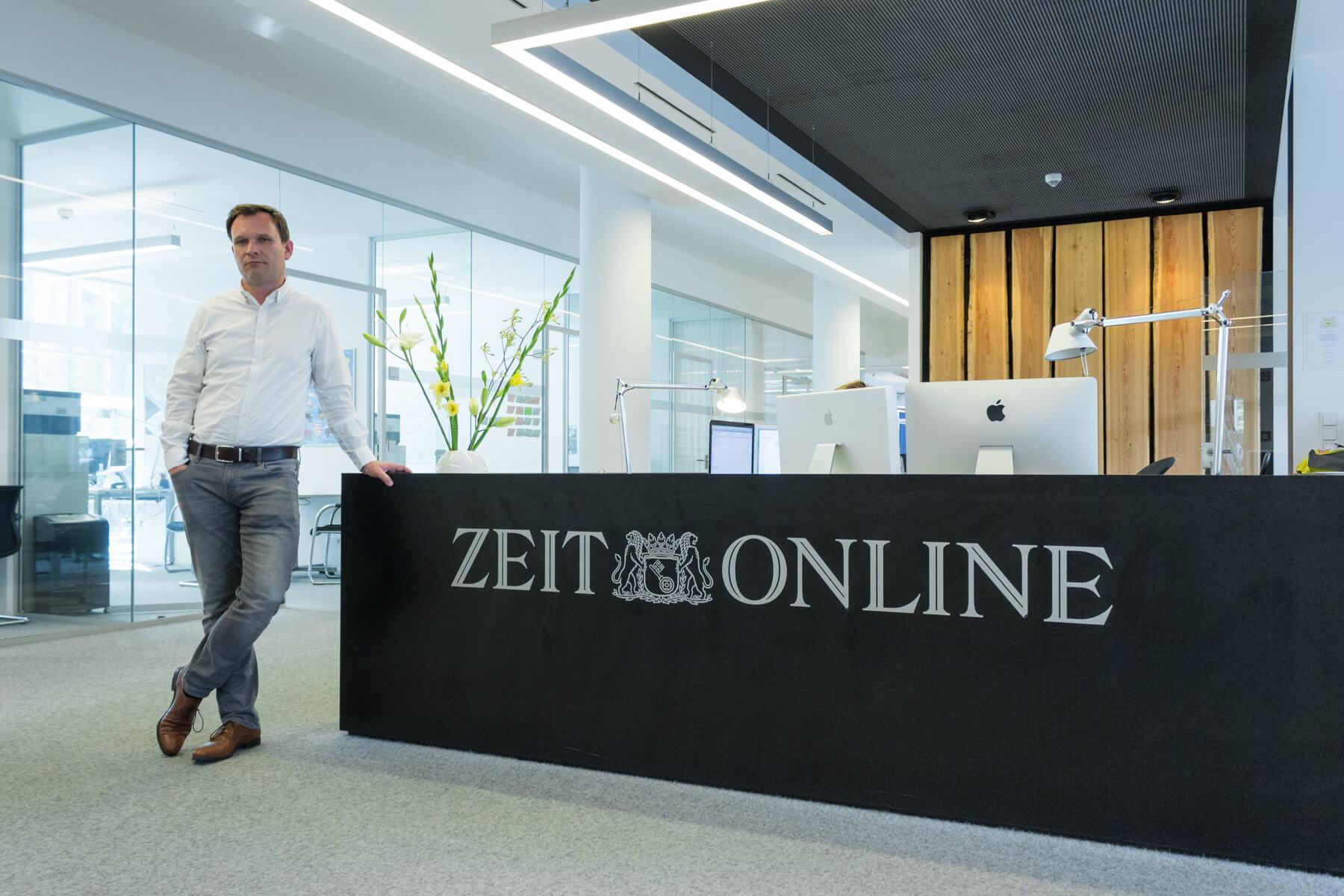 Digitale Leute - Michael Schultheiß - Zeit Online - Der empfangstresen bei Zeit Online in Berlin.