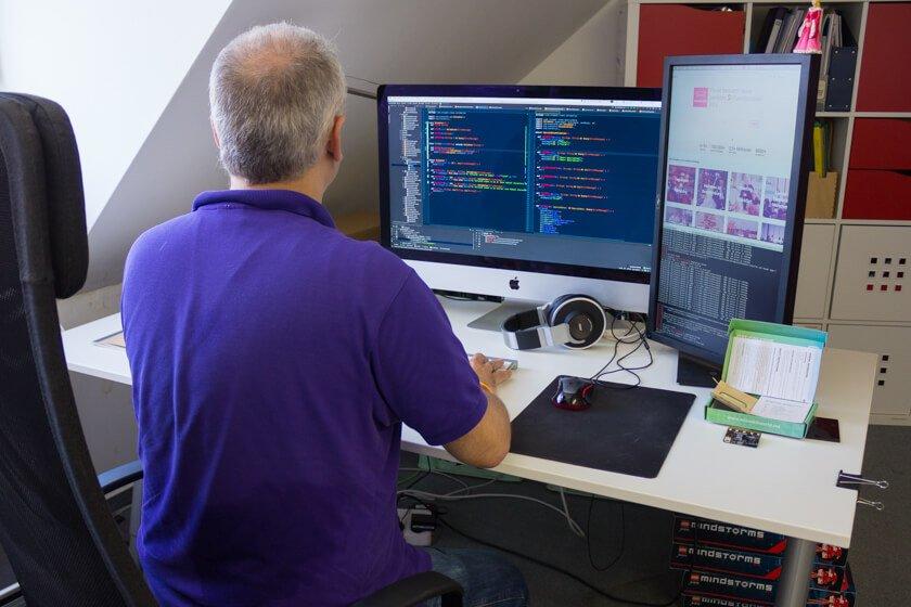 Digitale Leute - Stephan Schmidt - eventsofa - Für Stephan, der in einige Unternehmen reinschauen konnte, ist Tech nicht so wichtig wie eine gute Kommunikation zwischen Tech und Product.