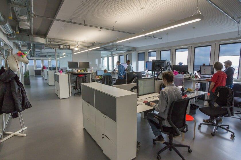 Digitale Leute - Markus J. Doetsch - Rocket Internet - Das Großraumbüro, in dem die technische Abteilung von InstaFreight bei Rocket Internet in Berlin sitzt.