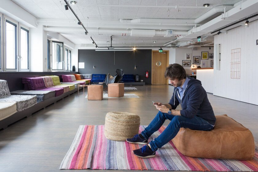Digitale Leute - Markus J. Doetsch - Rocket Internet - Viel Raum zu Chillen und um sich auch mal so zu treffen bei Rocket Internet im Office.