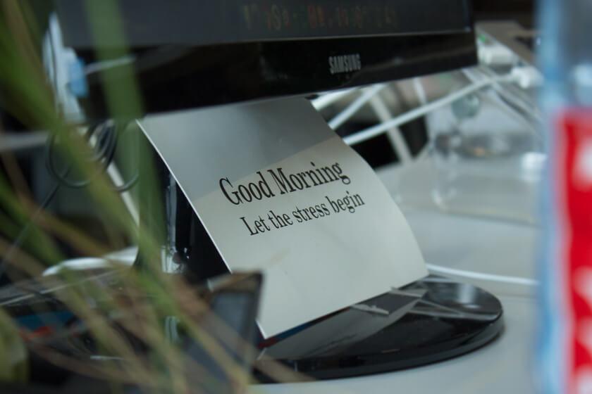 Digitale Leute - Nadia Vinciguerra - ecx.io - Nadias Tag startet mit einer Latte Macchiatto und einem Stand-up, bei dem auch mal gelacht werden darf.