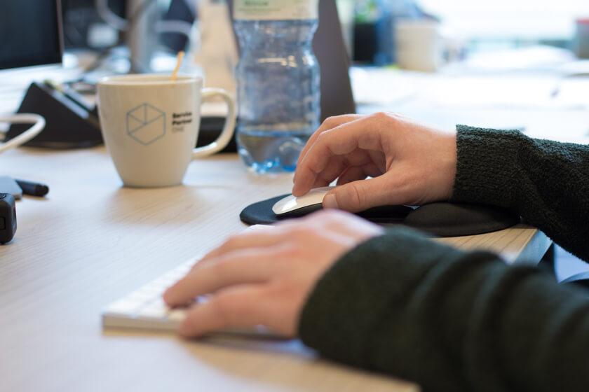 Digitale Leute - André Hoendgen - Justix - André arbeitet mit dem Mac, da ihm das ein guter Kompromiss zwischen Windows und Linux ist.