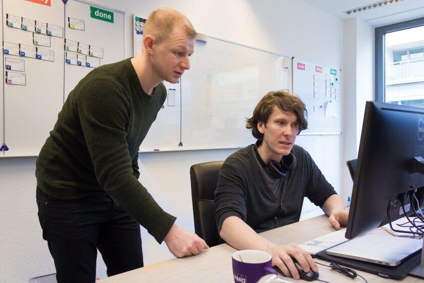 Digitale Leute - André Hoendgen - Justix - 35% seiner Arbeitszeit verbringt der Senior Developer André im Gespräch mit seinen Kollegen.