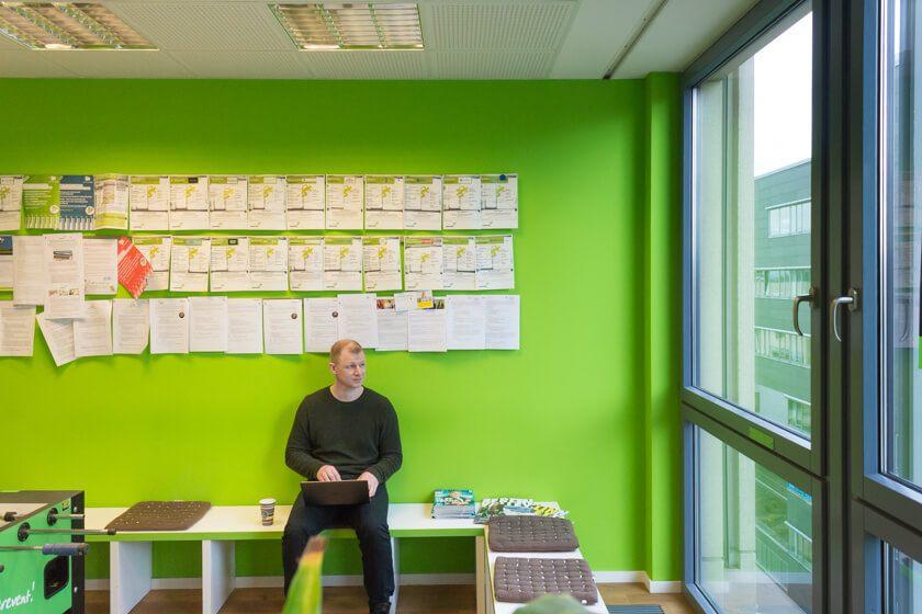 Digitale Leute - André Hoendgen - Justix - Im Community-Bereich des Coworkingspaces Startplatz kann man nicht nur Tischkickern, sondern in ruhigen Momenten auch arbeiten.