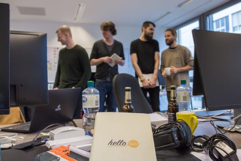 """Digitale Leute - André Hoendgen - Justix - Das Produkt, an dem André und sein Team viel arbeiten ist """"helloLaw"""", das seinen Service bereits in Holland anbietet."""