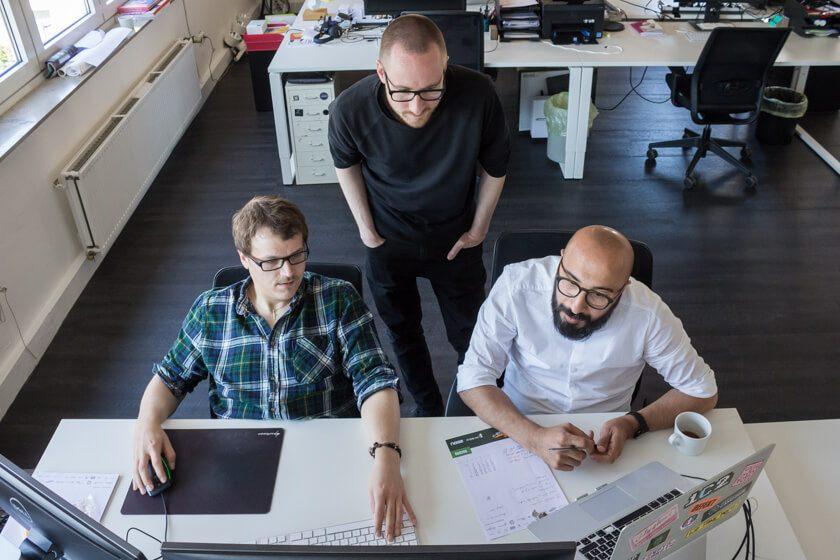 Digitale Leute - Stefan Klefisch - 42dp - Zusammen mit seinen Kollegen arbeitet Stefan seit einem Jahr im Ehrenfelder Büro.