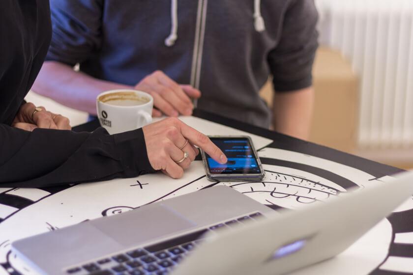 Digitale Leute - Adrienne Ossko - EyeEm - Testing direkt auf dem Smartphone ist auch bei EyeEm unerlässlich.