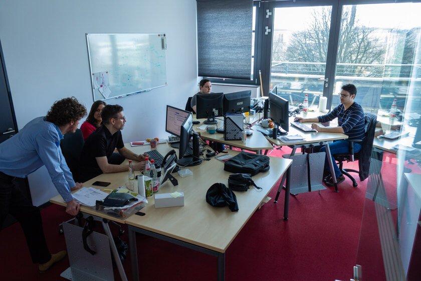 Digitale Leute - Thomas Lischetzki - Factset - Thomas' Team arbeitet mit anderen Teams im Unternehmen zusammen, was gute Absprachen fordert.