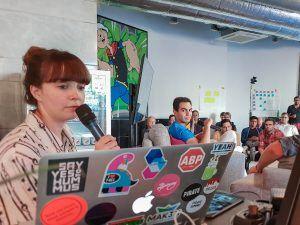 Victoria Blechman-Pomogajko moderierte den Livestream beim Digitale Leute Meetup.