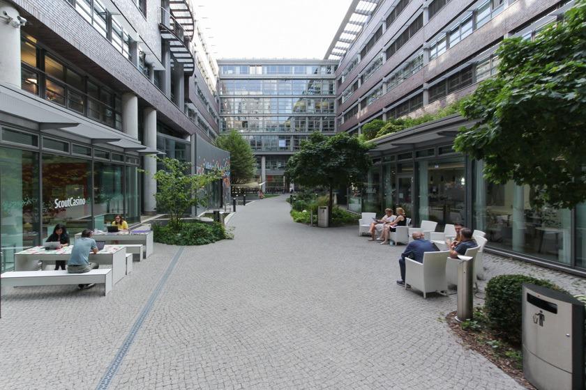 Der Innenhof von der Scout24 Gruppe am Standort Berlin.
