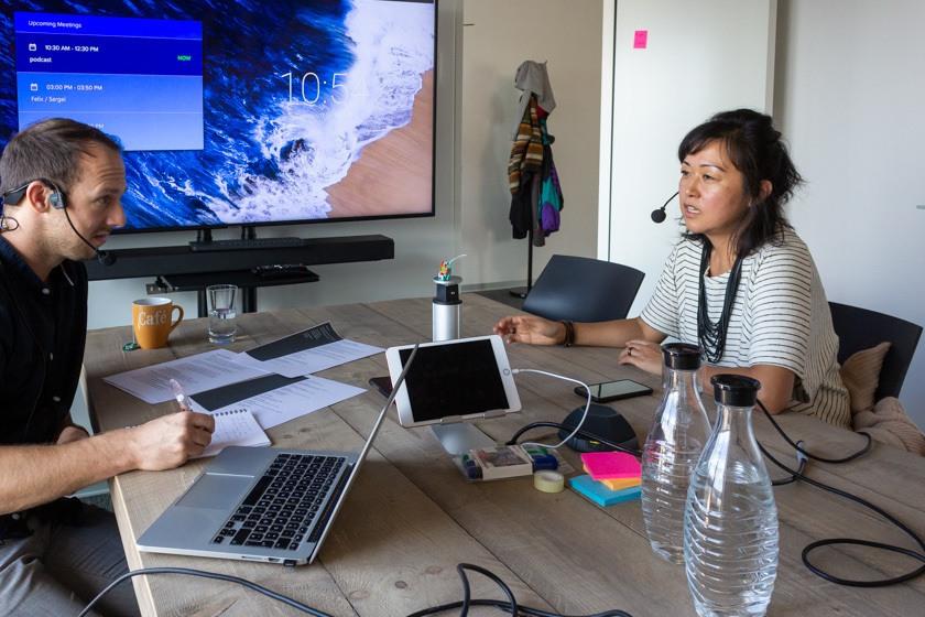 Ann-Lee Chou im Interview mit Christoph Bresler im Office von Eyeo in Köln.