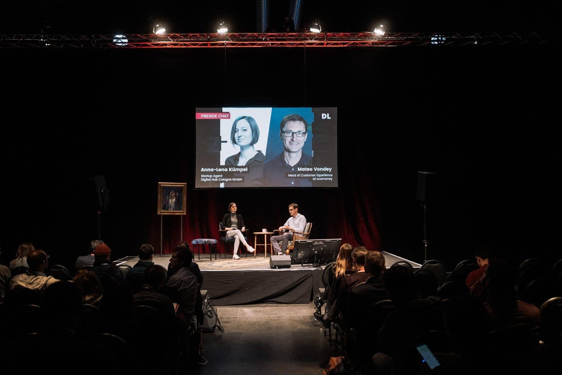 Anna-Lena Kümpel interviewt Mateo Vondey von Auxmoney zum Thema Customer Experience.