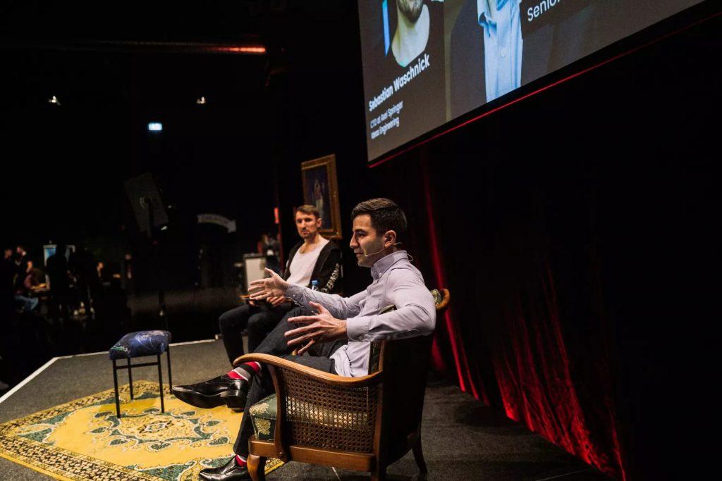 Serge Vartanov on stage at Digitale Leute Summit 2019 in Cologne.